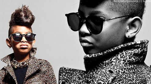 """✖- WillowSmith la petite fille à la voix Pétillante! Des personnes,des fans venue du 4 coins du monde pour l'entendre l'admirer Elle n'as que 10 ans Connue avec ''Whip my hair"""" son premiers single ( D'ailleurs sa lui à rapporter 4millions de dollars ) elle a suivie avec Century girl ensuite Rocksars. Elle a une grosse ressemblence avec la belle barbadienne ( Rihanna ) son style , sa voix , ses coiffures , on la surnome la Mini-Rihanna."""