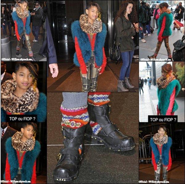 o2/12/11 La belle WillowSmith à été aperçut se rendant au 106&Park dans les rues de new york . J'adore pour moi c'est un top sa lui va super bien sa mèche jaune !  TOP !