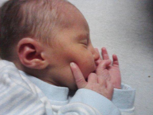 voici mon petit chou qui es nee le 01 01 2011