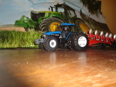 new holland ford 8560 +vaderstad carrier 500+ charrue kuhn 6 corp.