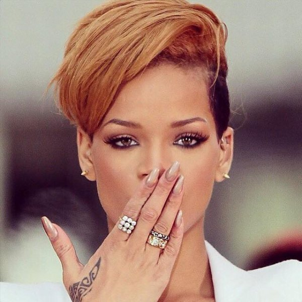 Rihanna ♪♥