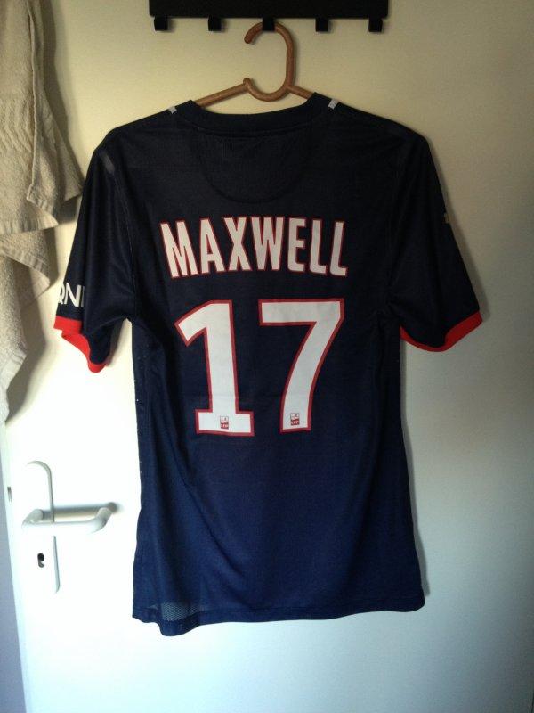 Maillot porté par Maxwell