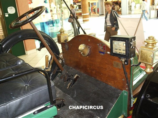 M49 - EXPOSITION VOITURES ANCIENNES