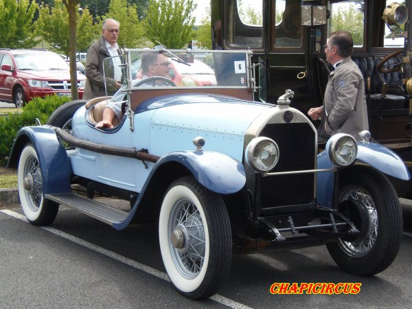 M124 - EXPO VEHICULES ANCIENS
