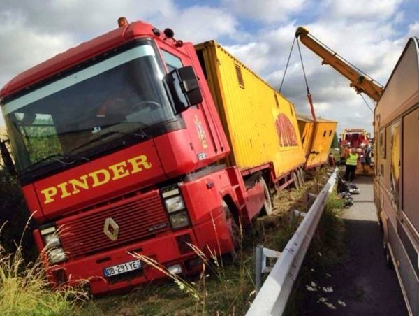 G3893 - ACCIDENT CIRQUE PINDER.