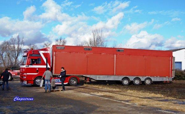 G4198 - CIRQUE CLAUDIO ZAVATTA en quartiers d'hiver.