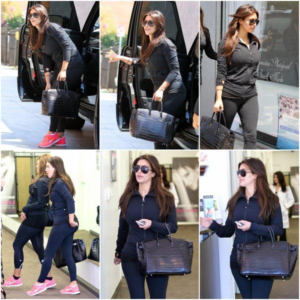 Samedi 4 août: Kim a rejoins une amie à Santa Monica pour aller à  Neiman Marcus