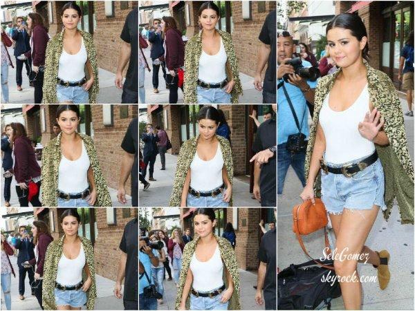 23.06.15 - Le lendemain, c'est une magnifique Selena G. que nous retrouvons quittant son hôtel toujours situé dans la Grande Pomme pour rejoindre une nouvelle station de radio.    Je trouve Selena totalement magnifique dans cette tenue. Un beau Top ! Avis ?