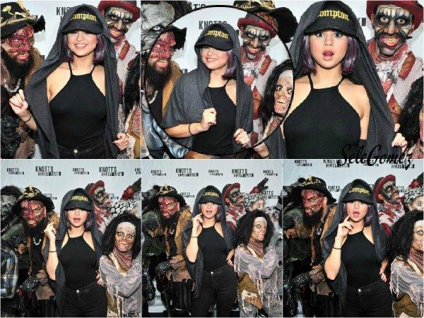 17.10.15 - Pour célébrer Halloween en avance, Selena Gomez s'est rendue au Knott's Scary Farm Event, a Los Angeles.     Je trouve Selena absolument magnifique ! S. est toute mignonne avec sa perruque. - Je m'excuse pour avoir été absente pendant ce très long moment..