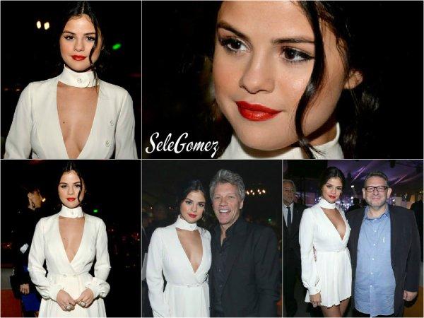 05.11.15 - Selena M. Gomez était présente au Spirit Of Life Gala, a Santa Monica.    Tout en blanc, S. est chic, glamour - et magnifique ! Je la trouve totalement parfaite. Qu'en pensez-vous ?