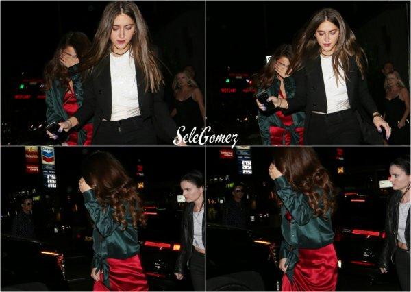15.02.16 - Après avoir assistée a la cérémonie des Grammy, Selena s'est rendue a l'After Party, au Hyde Night Club.    Sel a gardé sa robe rouge, et est donc toujours aussi chic. Des avis ?