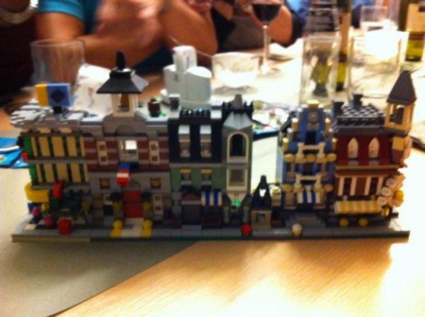Jan Beyer via Facebook nous montre les mini sets modular présentés à un événement d'AFOLs