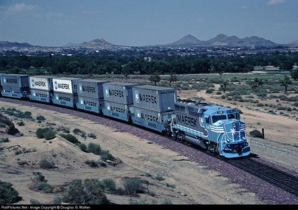 Festi'briques 2011: train Maersk ? Vous avez dit Train Maersk ? Mais en Lego ? ouiiiiiiiiii :)