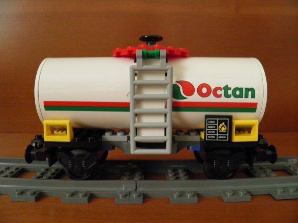 J-2: prépares toi à l'événement de l'année: Festi'briques 2011, toi le passionné de Lego et aides les Festi'briques à exploser le record du monde du train Lego le plus long du monde en apportant ton propre wagon !