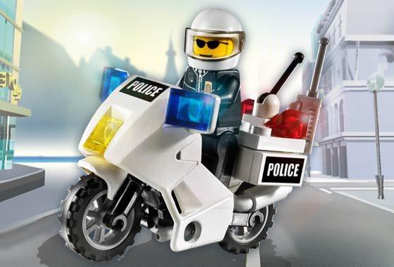 Une moto très attendue ? La moto pompier ! Après blanc, violet, noir, orange, rouge foncé, place au rouge pompier !