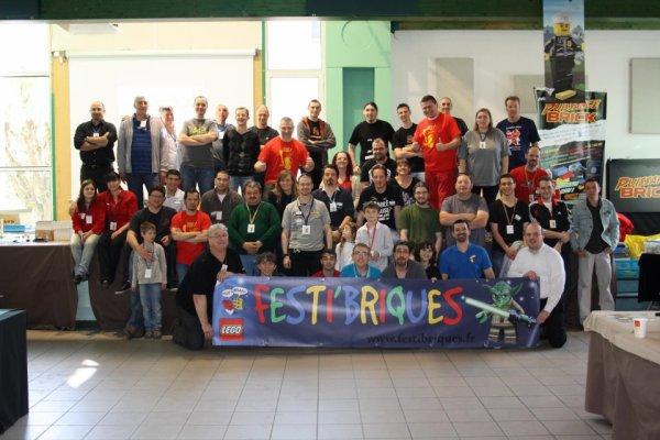 La famille Festi toujours soudée et qui s'agrandit : photo de groupe de l'expo AG la petite 2013