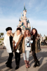 ils y a des mixer ?    :) Voila little mix hier en france à Disneyland paris <3  le 17/12/2013