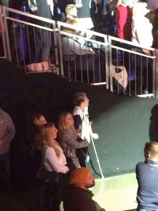 Niall était  au concert de Taylor Swift  hier soir le 2/2/2014 :)