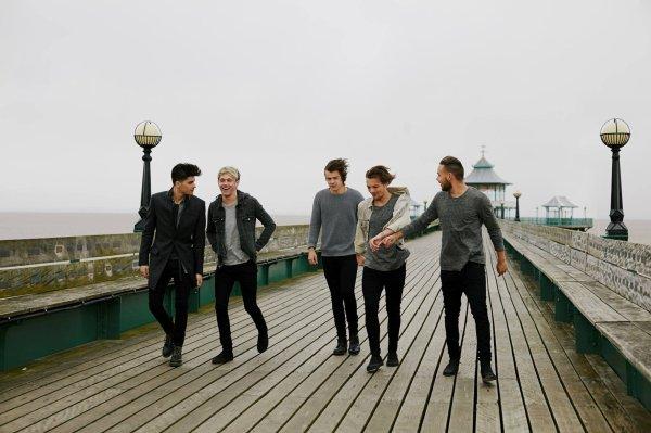 Liam hier le 25/04/2014  et les boys hier aussi le 25/04/2015 plus nouvelle photo du nouveau clip des boys