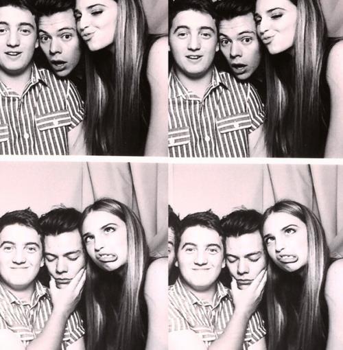 Harry et des amis à lui à sa fête d'anniversaire dans la nuit du 31/01/2015 ♡