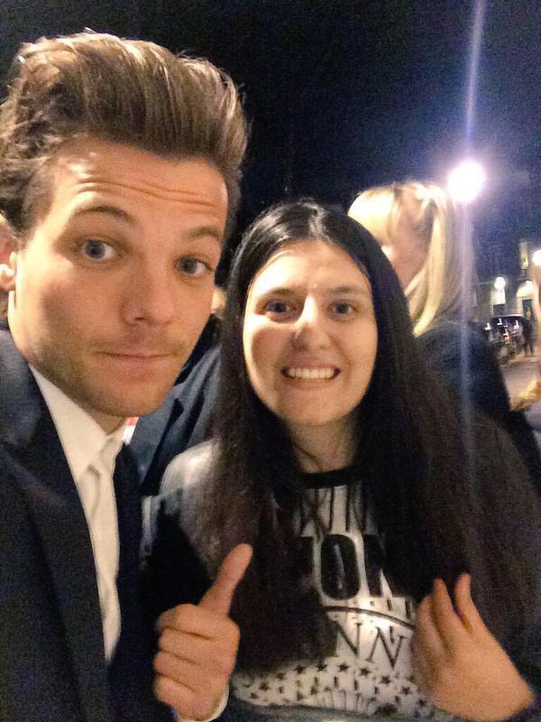 Selfie de Louis, et encore Louis et des fans à Londres☽❤