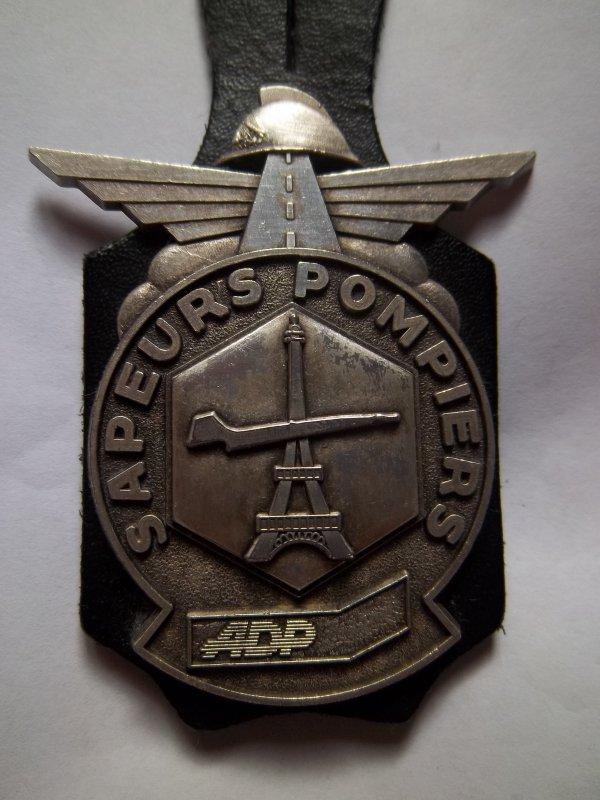 INSIGNE  AÉROPORT DE PARIS ( ADP) VAL D'OISE 95