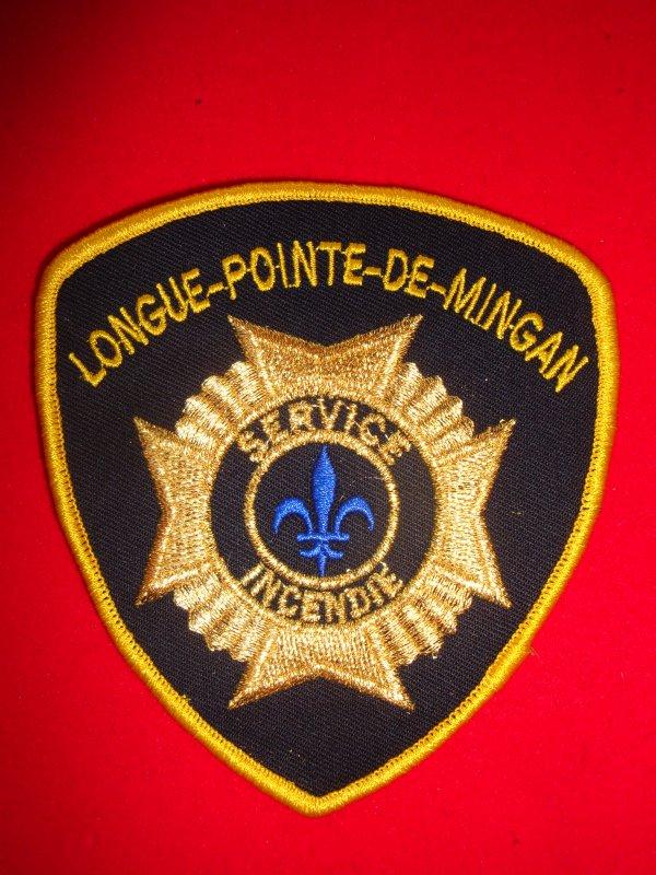 ECHANGE ECUSSON N°2 POMPIERS LONGUE-POINTE-DE-MINGAN CANADA  CONTRE ECUSSON SAPEURS-POMPIERS FRANCAIS