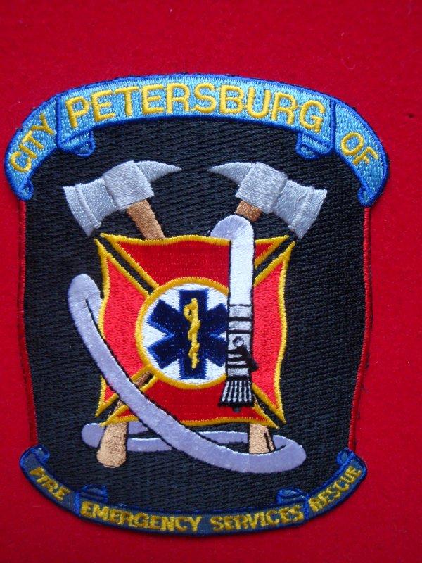 ECHANGE ECUSSON POMPIERS PETERSBURG USA CONTRE ECUSSON POMPIERS FRANCAIS