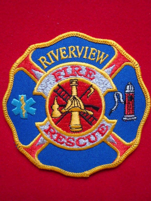 ECHANGE ECUSSON POMPIERS RIVERVIEW USA CONTRE ECUSSON POMPIERS FRANCAIS