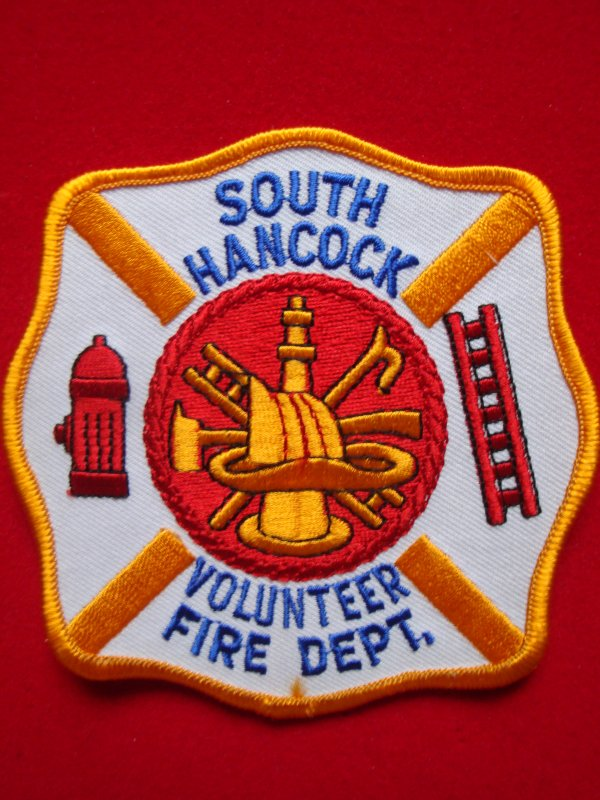 ECHANGE ECUSSON POMPIERS SOUTH-HANCOCK USA CONTRE ECUSSON POMPIER FRANCAIS