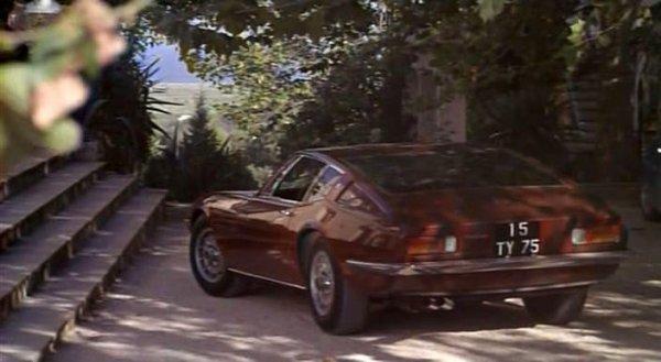 """A PROPOS DU TOURNAGE DE """"LA PISCINE"""",REGARDEZ BIEN LE SALON DE JARDIN CI DESSOUS !  (et pour le plaisir des yeux la croupe de la Maserati ghibli !!!)"""