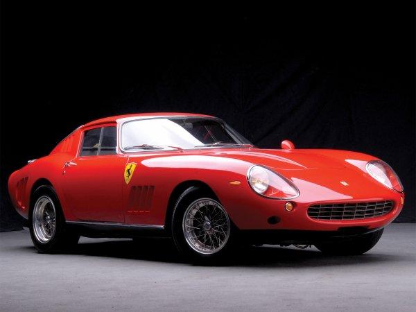 QUELQUES FERRARI PININFARINA AVEC LE COUPE 456,LA TESTAROSSA,LA F40 ET UNE 275 GTB DE 1966 POUR  FERMER LA MARCHE.