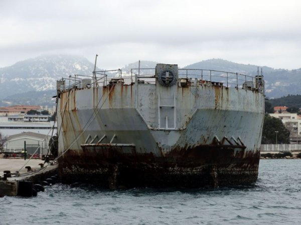"""ICI SON SYSTER-SHIP """" LA DIVES""""  AU 20 FEVRIER 2014, IL EST MAINTENANT AU MOUILLAGE EN ATTENDANT DE PASSER SUR LE DOCK"""
