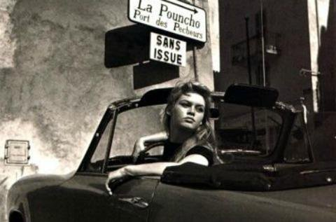 BB ET ROGER VADIM  A SAINT-TROPEZ DANS LES ANNEES 60 ! (Lancia Aurelia Spider et Simca Cabriolet Week-end)