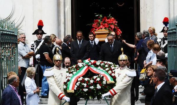 LORS DES OBSEQUES DE SERGIO PININFARINA EN JUILLET 2012,UNE CEREMONIE EU LIEU DANS LE MUSEE DE L USINE OU TOUT A COMMENCé..