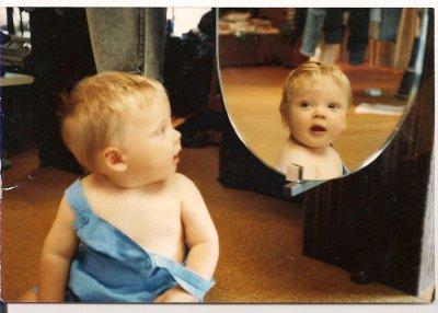 le miroir, outil de différenciation mère enfant.