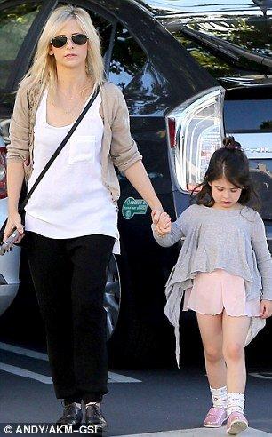 18.01 - Sarah Michelle Gellar & sa fille de sortie à Sherman Oaks !