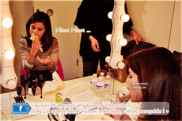-Presse- C'est Hier , le 21 février , que notre jolie Selena a donnée une petite conférence de presse -Presse''-en compagnie de ses fans , toujours à Tokyo. Côté tenue : ouah j'adore ! *o* Selly met le -Presse''-paquet pour ses fans japonnais ! Une mini-robe marron en soie avec des haut talons aiguilles -Presse''-et des faux-cils à tomber par terre ainsi qu'un superbe manucure ! Un TOP ! Votre avis ?