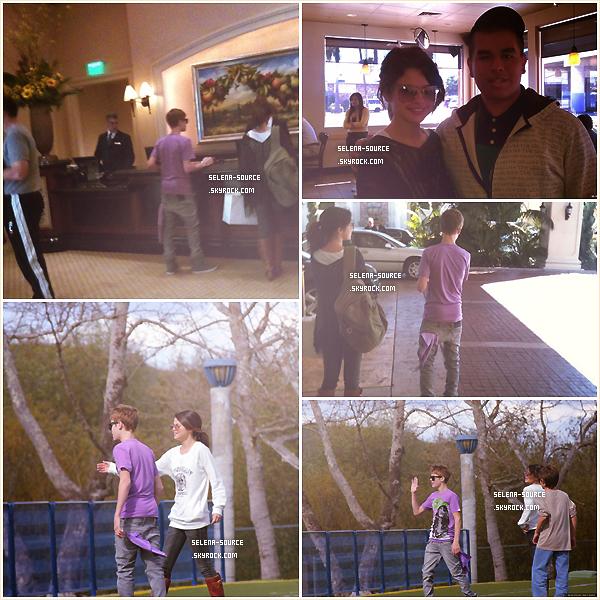 -Event- C'est au bras de son chéri , Justin Bieber , que Selena s'est rendu le 27 février au Vanity Fair -Event''-Oscar Party 2011 . Côté tenue : ouah c'est la 1ère fois que j'ai un coup de coeur pour une -Event''-tenue de Selena ! Sa robe rouge est tellement belle , toute simple mais ultra-chic , j'adore, -Event''-un TOP. Votre avis ?