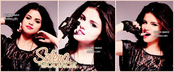 -Shoot- Découvre la suite du photoshoot pour le magasine Sugar , le préféré des webmiss ! Selena y -Shoot''-est tellement belle et fait très jeune femme ! J'adore les tenues ainsi que les coiffures , un -Shoot''-TOP  (l) Votre avis ?