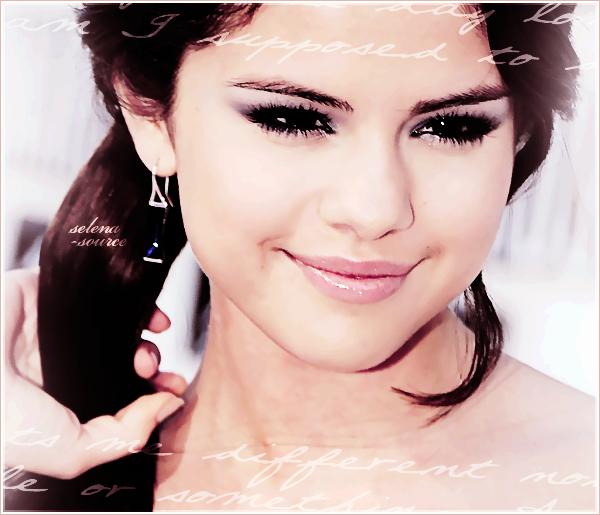 """-Event- Pas de News de Selly donc vous avez le droit à un flashback ! C'est le dimanche 12 septembre -""""Event_2010 que notre belle Selena était aux MTV VMA 2010, au Nokia Theatre à Los Angeles. -""""Event_Pendant la cérémonie, elle y a remis un prix avec le chanteur/compositeur Ne-Yo ! Côté -""""Event_tenue : J'aime beaucoup, Selena est vraiment belle dans cette robe. De plus avec les rajouts -""""Event_cela donne encore plus magnifique ! Et sublime coup de coeur pour les chaussures *o*. -""""Event_Un TOP ! Votre avis ?"""