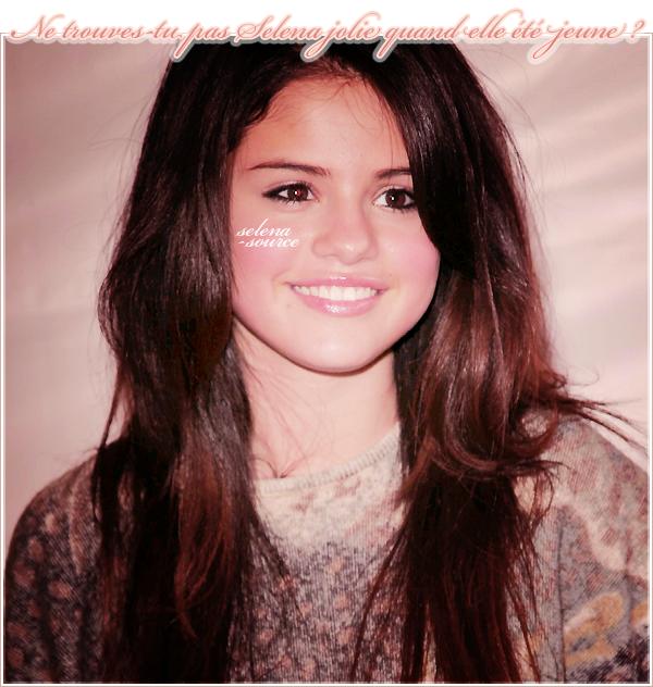 """-Shoot- Découvrez un shoot de Selena pour l'UNICEF fait en 2010 ! J'aime beaucoup , c'est un de """"Shoot__mes préférés (l). Votre avis ?"""