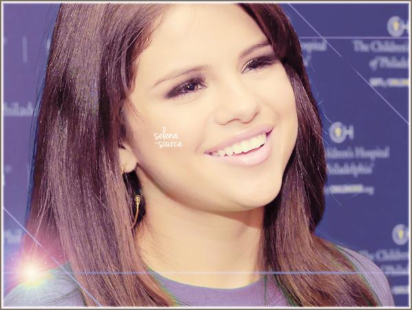 -Event- Découvrez notre belle Selena au lancement de The Voice avec l'animateur Ryan Seacrest ce -Event_-15 juillet 2011 à Philadelphie ! Côté tenue : c'ets très simple et moins décolté et court -Event_-que l'article précédent, un coup de froid ? ! J'aime bien un TOP ! Votre avis ?
