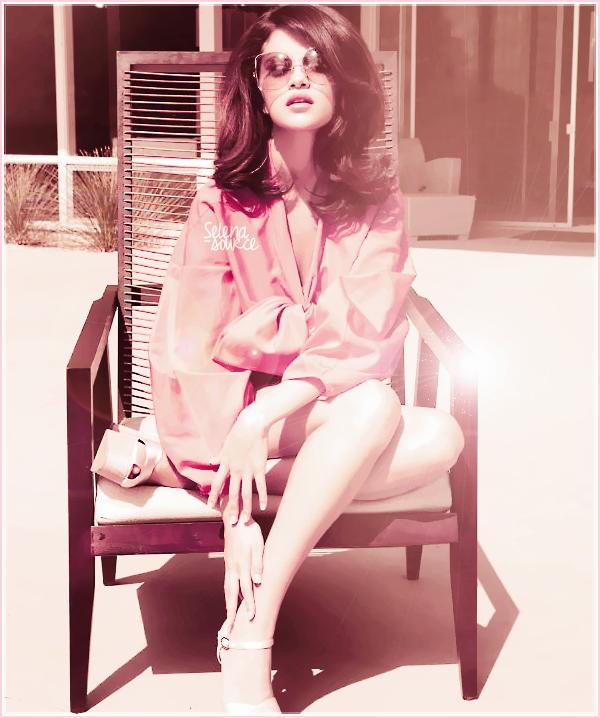 -Concert- Le 25 juillet 2011, Selena continue a donner ses concert mais cette fois-ci à Paso Robles, -Concert_-en Californie. Côté tenue : c'est la même robe que le jour d'avant mais en crème, bien sur -Concert_-mon avis ne change pas ! La reine du recyclage mérite un FLOP.  Votre avis ?