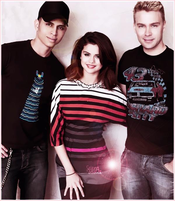 -Concert- Le 28 juillet 2011, Selena a commencé son « We Own The Night Tour » au Boca Raton à -Concert_-Miami en Floride ! Côté costume : j'aime bien sa robe dorée et même quand elle rajoute -Concert_-un tutu rose par dessus , des TOPS !  Votre avis ?