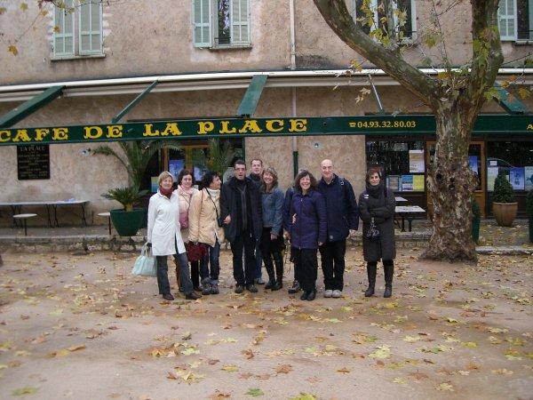 Place Charles de Gaulle, à l'entrée de ce petit village mythique des Alpes Maritimes