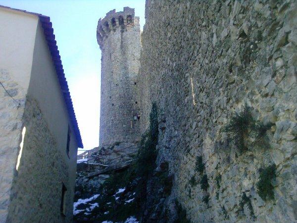 Pique-nique au pied de l'ancien château de Luceram
