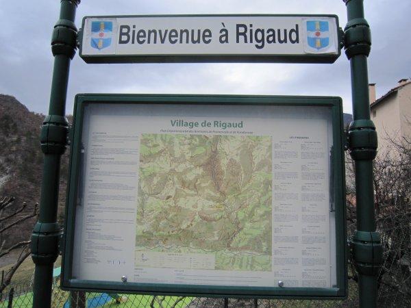 Rigaud, village perché au dessus des gorges du Cians.