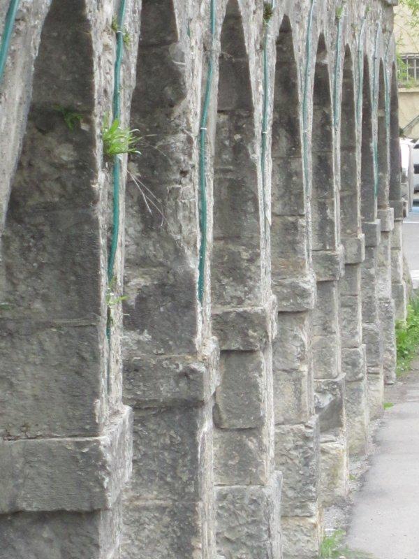 Ancien aqueduc des moulins (huile et farine)