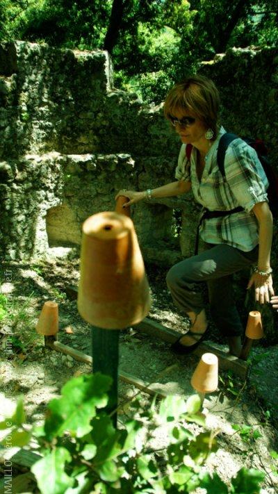 La tour, jumelle de celle de la voie romaine dans le jardin de Denise et Bernard